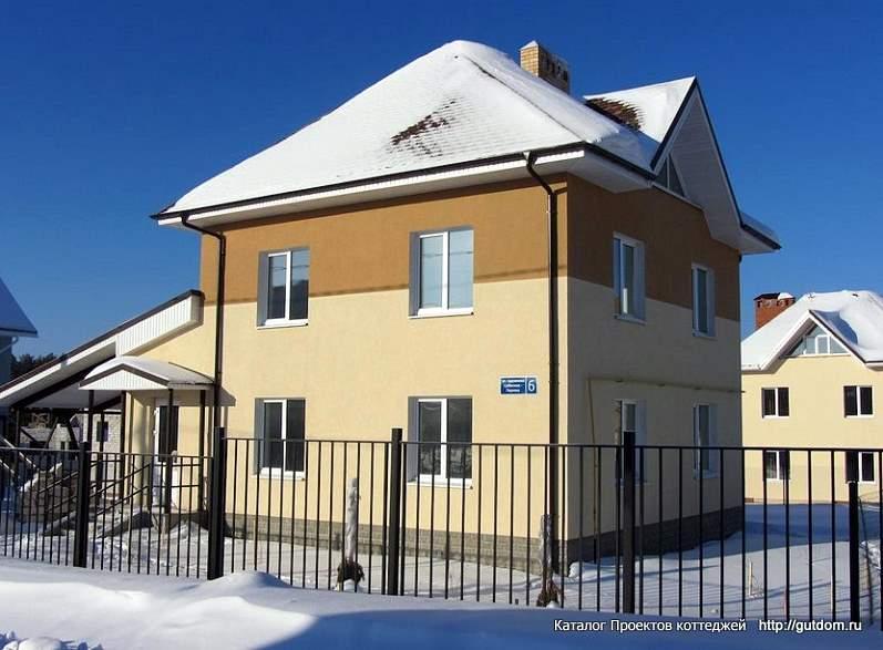 двухэтажный дом зимой