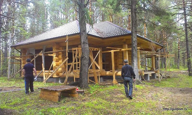 Строительство бани из бревен ручной рубки фото 1