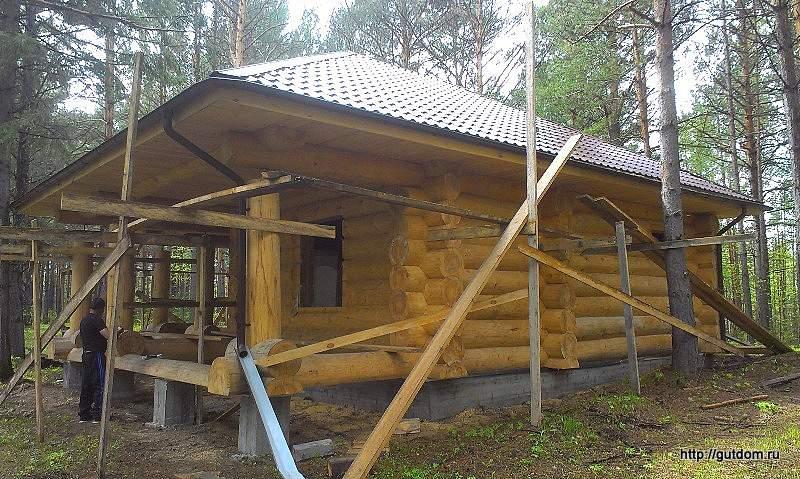 Строительство бани из бревна ручной рубки фото 5