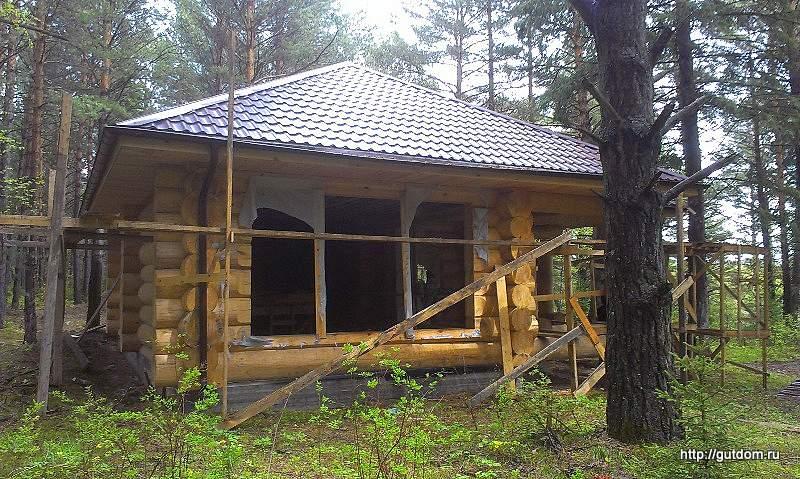 Строительство бани из бревна ручной рубки фото 3