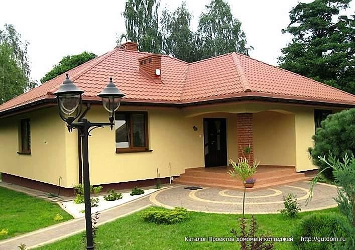 фасад дома с  крыльцом